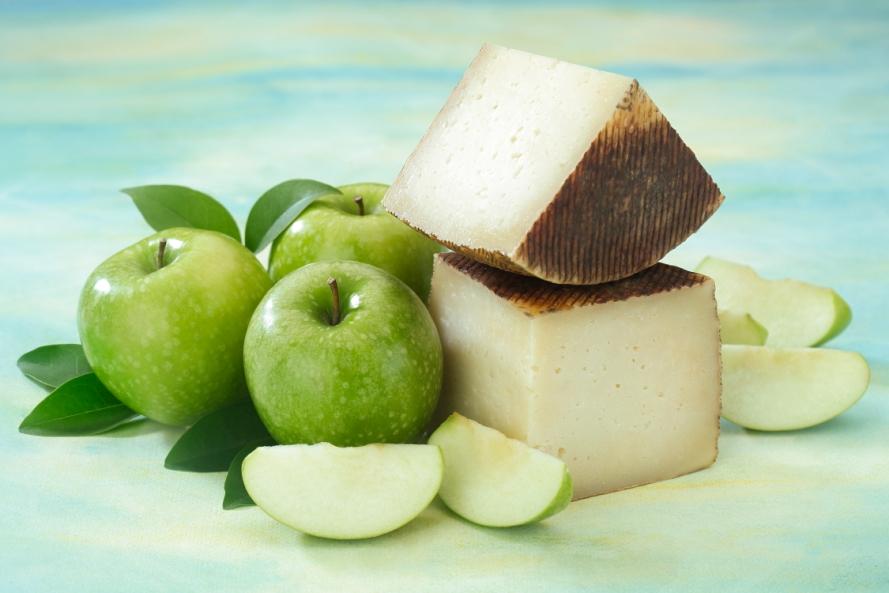 Maridaje queso Navaloshaces con manzana